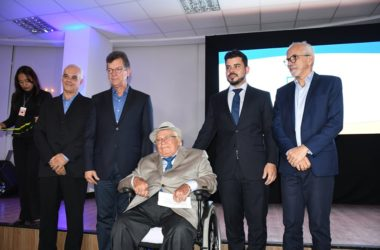 Raimundo Juliano recebe Comenda Júlio Prado Vasconcelos